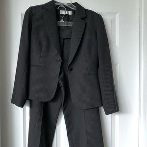 Tahari women's pant suit